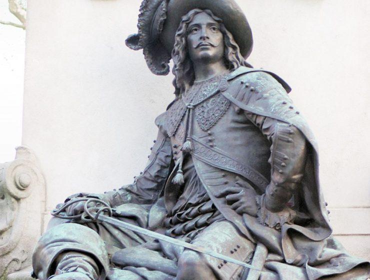 Три Дюма с площади генерала Катру